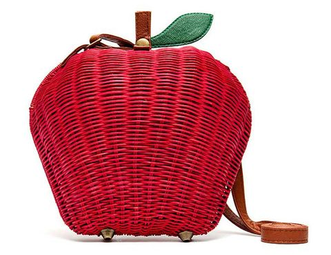 "<p>Bolso manzana en rojo de rafia y piel (19,99 €) de <a href=""http://www.blanco.com/webapp/wcs/stores/servlet/TopCategories1_10151_12551_-5__B"" target=""_blank""><strong>Blanco</strong></a>.</p>"