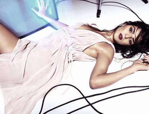 <p>Clara muestra su pasión, la interpretación para la próxima colección primavera verano 2012.</p>
