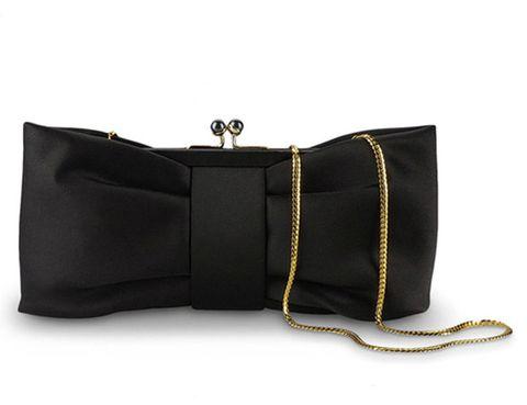 <p><strong>Moschino</strong> suma un lazo a nuestro outfit con este genial bolso de cadena dorada.</p>