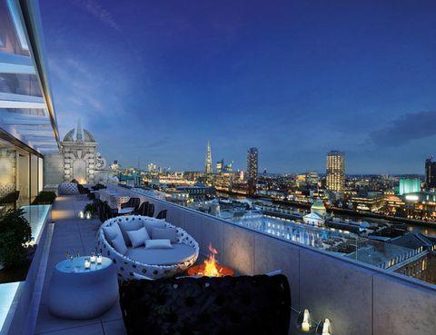 """<p>Meliá acaba de estrenar el quinto hotel de su línea de lujo ME by Meliá en el centro de Londres, muy cerca de Covent Garden. Un edificio de 1904, rematado con una gran torre elíptica, que Foster + Partners han renovado y otorgado un aspecto contemporáneo. Cuenta con 157 habitaciones (desde 375 euros) alrededor de un elegante atrio piramidal, incluidas 16 suites y una espectacular Suite ME, de dos plantas y con acceso directo al bar de la azotea. Destaca también su restaurante STK, un nuevo concepto de steakhouse especialmente diseñado para el público femenino, que triunfa en los Estados Unidos. ME London. 336-337, The Strand Tél.902 14 44 40 y <a href=""""http://www.melondonuk.com/"""" target=""""_blank"""">www.melondonuk.com</a>.</p>"""