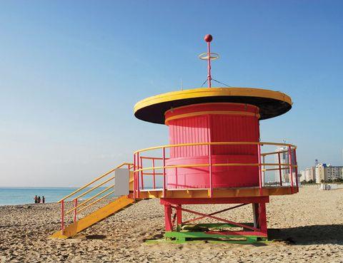 """<p> Cuerpos esculturales al sol y mucha celebrity a la vista. Así es esta playa, en la que el latin power, con Shakira y JLo a la cabeza, es asiduo. El mejor plan es acomodarse en el W South Beach, a tiro de piedra de los pubs más cool, o en el Shore Club, con una terraza donde se organizan fiestas memorables. <a href=""""http://www.southbeach.com"""" target=""""_blank"""">www.southbeach.com,</a> hab. doble desde 342 €.<br /><a href=""""http://www.shoreclub.com"""" target=""""_blank"""">www.shoreclub.com,</a> hab. doble desde 171 €.</p>"""