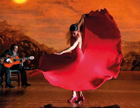 """<p>La coreógrafa y bailaora estrena en el Gran Teatro Falla un montaje muy especial donde dará vida a La Pepa. Según Baras, """"es una gran producción hecha en Cádiz y para Cádiz"""", que viene a ilustrar el espíritu de la Constitución de 1812. Se trata, desde luego, de todo un reto para esta artista, que ya se ha atrevido a interpretar a personajes de la altura de Mariana Pineda, Carmen o Juana La Loca.</p>"""