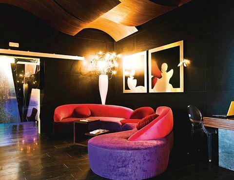 """<p> Así es Neguri, una exclusiva zona residencial frente al mar ubicada en Getxo (Vizcaya). Conoce todo el encanto del norte desde <a href=""""http://www.hthoteles.com/es/hotel-high-tech-tamarises-beach-bilbao/"""" target=""""_blank"""">Tamarises Beach</a>, un modernísimo hotel con portátil en la habitación (a partir de 54 euros), hidromasaje, wifi gratuito, base iPod para escuchar música y equipamiento gratis para tu mascota. Tienes Bilbao al lado, así que puedes aprovechar para acercarte al teatro <a href=""""http://www.teatroarriaga.com"""" target=""""_blank"""">Arriaga</a> y disfrutar con la producción de Igor Yebra <i>El Cascanueces,</i> del 4 al 8 de enero.<br /><a href=""""http://www.hthoteles.com/es/hotel-high-tech-tamarises-beach-bilbao/"""" target=""""_blank"""">Hotel High Tech Tamarises Beach</a>. Muelle de Ereaga, 4, Neguri, Getxo (Bilbao). Telf: 944 91 50 92</p>"""