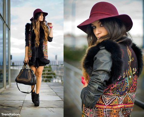 <p>Ángela hace gala de un estilo muy personal que nos encanta, combinando prendas con aires étnicos con otras de estilo más rocker, y poniendo la guinda al conjunto con un floppy hat granate y el precioso bolso de Chloé.</p>