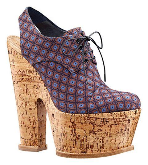 <p>Zapatos estampados con suelas de corcho, de <strong>Louis Vuitton</strong>.</p>