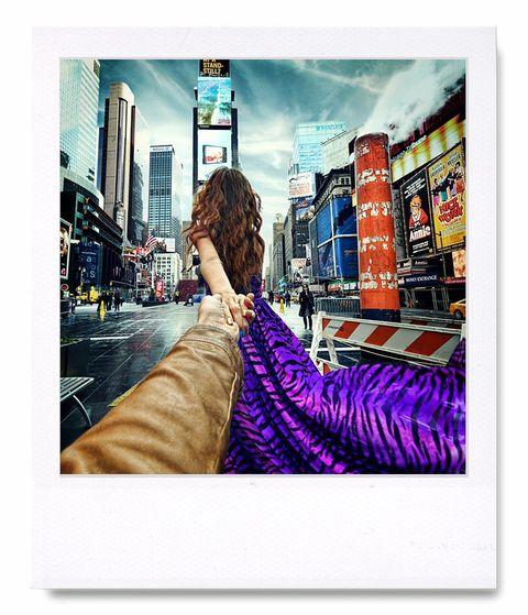 """<p>El productor y fotógrafo Murad Osmann viaja alrededor del mundo, pero no lo hace solo: le acompaña su novia, a la cuál siempre fotografía de espaldas y guiándole por destinos tan dispares como Nueva York, Berlín o Estambul. Síguele en <a href=""""http://instagram.com/muradosmann"""" target=""""_blank"""">@muradosmann</a>.</p>"""