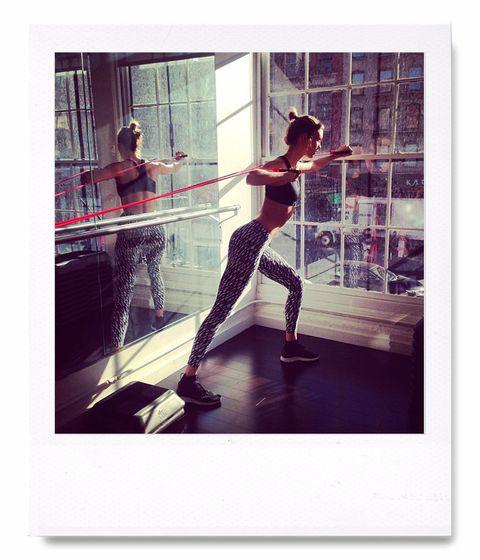 <p><strong>Karlie Kloss</strong> es una de las modelos más 'fit'. Entre sus disciplinas favoritas está el TRX o entrenamiento en suspensión. </p>