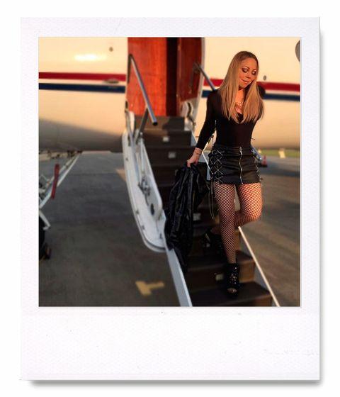 <p>Los 'fans' de <strong>Mariah Carey</strong> no han dudado en sacarle los colores a la cantante y actriz por esta imagen que ha colgado en Instagram: según ellos, la ha modificado para parecer más delgada.</p>
