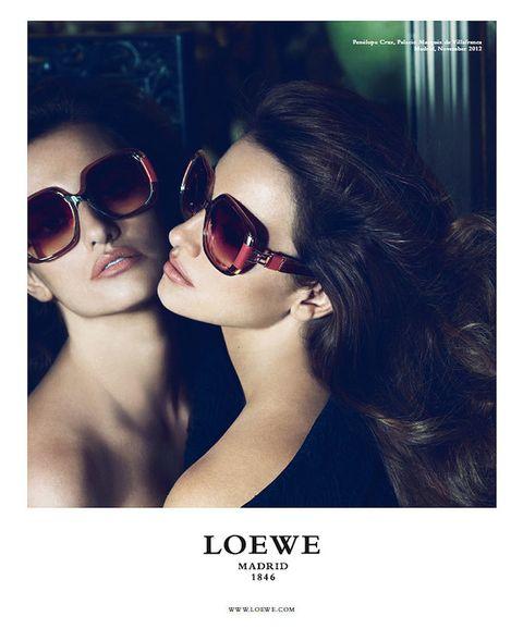 <p>Las <strong>gafas</strong> de sol son las protagonistas de la tercera instantánea.</p>