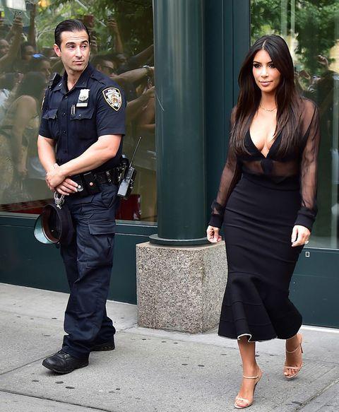 """<p>La 'celeb' ha declarado en más de una ocasión que se siente orgullosa de la forma de su cuerpo, incluso de su celulitis.</p><p>Ayer, una conocida <a href=""""http://www.papermag.com/2014/11/kim_kardashian.php"""" target=""""_blank"""">revista</a> la mostraba más orgullosa que nunca de sus curvas.</p><p>&nbsp;</p>"""