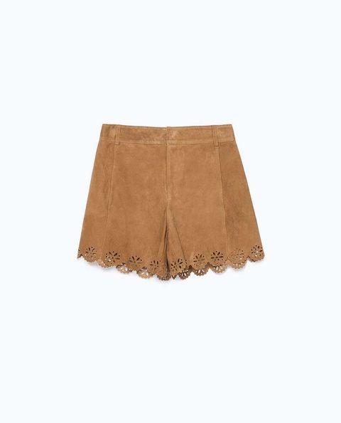 <p>De piel en color tierra con dobladillo troquelado de<strong>Zara</strong>(60 €)</p>