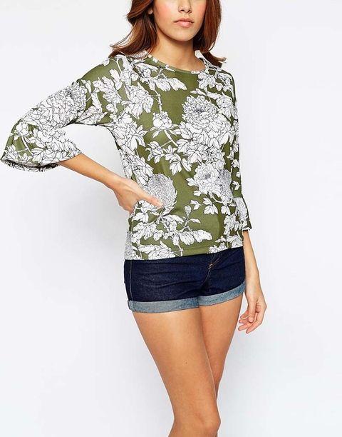 <p>Blusa con estampado floral de&nbsp;<strong>Asos&nbsp;</strong>(41 €).</p>