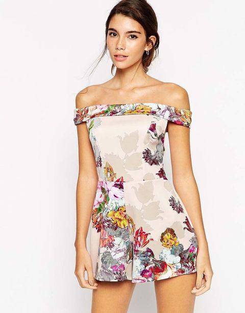 <p>Mono corto con cuello barco floral de&nbsp;<strong>Asos</strong>, 55 €.</p>