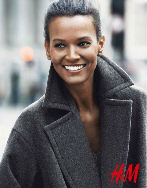 <p>Una sonrisa que enamora es la de la modelo <strong>Liya Kebede</strong> en la nueva campaña de <strong>H&amp;M.</strong></p>