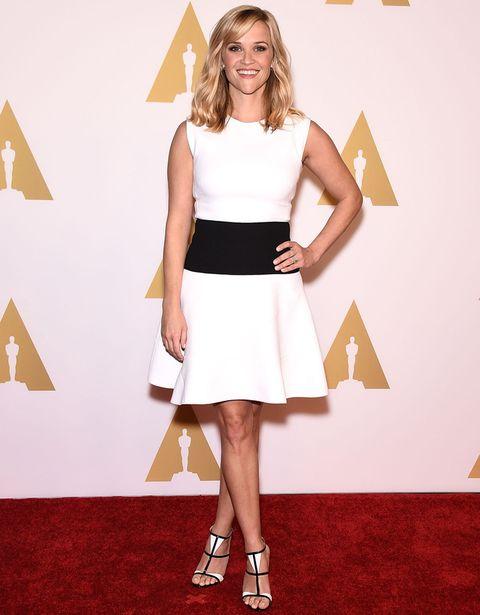 <p>Una de nuestras favoritas del almuerzo previo de los nominados a los Oscar fue<strong>Reese Witherspoon</strong> con este look 'black & white'. Perfecto su minivestido sin mangas de <strong>Giambattista Valli</strong>, pero lo que nos ha conquistado son sus sandalias.</p>