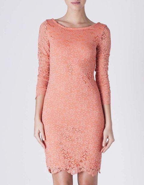 <p>Vestido bordado en tono melocotón de&nbsp;<strong>SUITEBLANCO</strong> (39,99 €)</p>