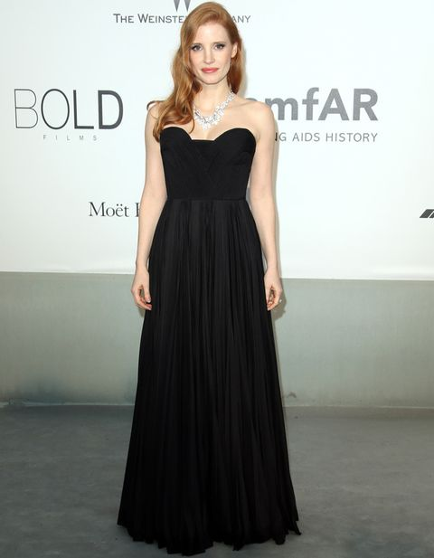 <p>Menos es más para <strong>Jessica Chastain</strong> que deslumbró en la gala con este vestido negro de cuerpo bustier de<strong> Givenchy Couture</strong> acompañado de un espectacular collar de diamantes con forma de hojas.</p>