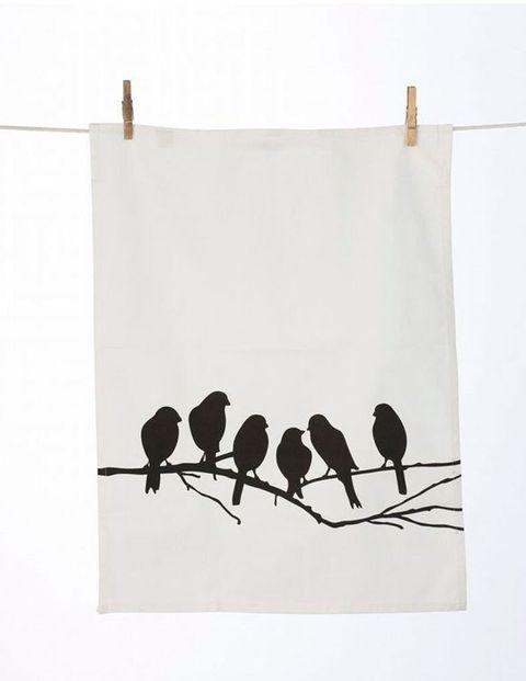 <p>Paño de cocina con motivo de pájaros, de <strong>Decora tu alma</strong> (8 €).</p>