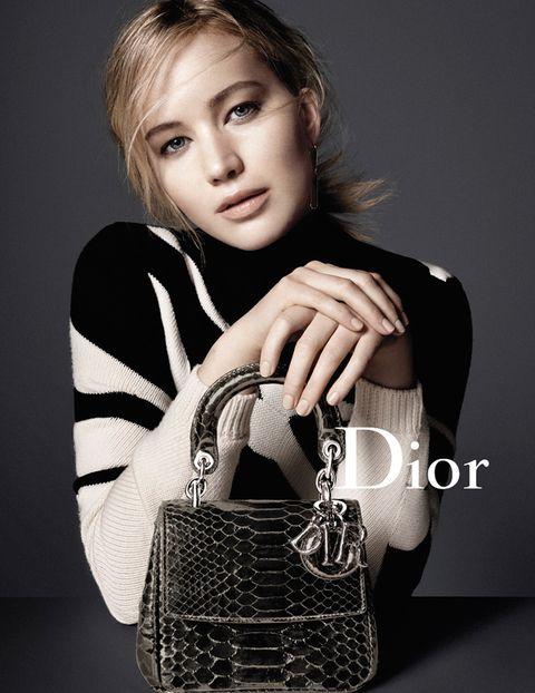 <p>La actriz con su versión del 'Be Dior'.</p>