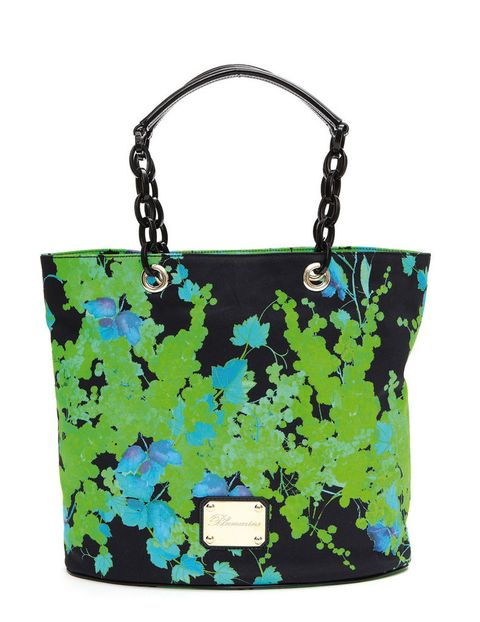 <p>Con flores en azul y verde (875 euros).</p>