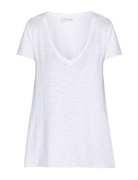 <p>De buen algodón para que no se deforme, y con el escote que más te favorezca (el que suele quedar mejor es el de pico), una camiseta blanca es indiscutiblemente una de las prendas que sientan bien. Ésta es de <strong>American Vintage</strong>.</p>