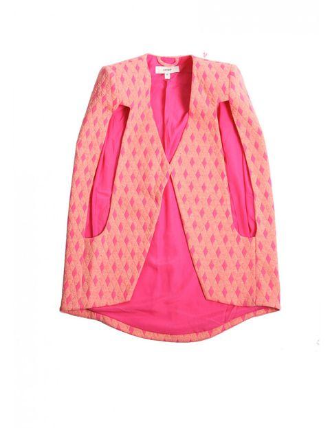"""<p>Una tienda online repleta de prendas originales de diseño increíble, como esta capa rosa flúor. Es <a href=""""http://www.styligion.com/"""" target=""""_blank""""><strong>Styligion.</strong></a></p>"""