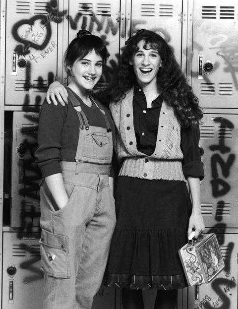 <p>Dos años después participaba en la serie de televisión 'Square Pegs' junto a Amy Linker.</p>