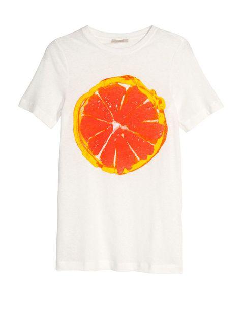 <p>Camiseta con naranja, de <strong>H&amp;M</strong>, 14,95 €.</p>