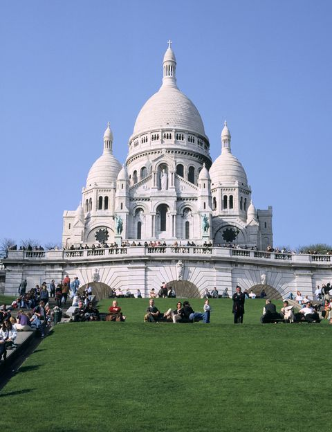 <p>La película 'Amélie' puso de moda París, más concretamente el distrito de Montmartre. Aunque son muchos los lugares emblemáticos que aparecen en esta historia, nosotros nos quedamos con la basílica del Sacré Coeur y las vistas inolvidables que te dejará de la ciudad.</p>