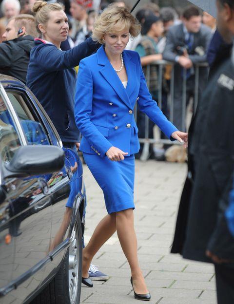 <p><strong>Naomi Watts</strong> dará vida a Lady Diana Spencer en el bippic 'Diana' que dirige Oliver Hirschbiegel. Y ya se han hecho públicas las primeras imágenes donde se la puede ver muy bien caracterizada como Lady Di. Su compañero de reparto será Cas Anvar que interpreta a Dodi Fayed.</p>