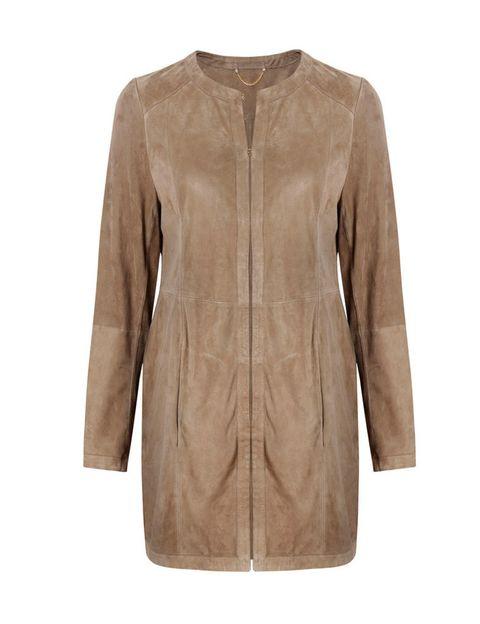 <p>Pura tendencia en este tipo de chaquetas de ante en color arena.</p>