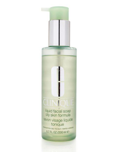 <p>'Liquid Facial Soap' (24,25 €), jabón líquido para pieles grasas de <strong>Clinique</strong>.</p>