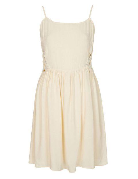 <p>Muy femenino este mini-vestido de <strong>Topshop</strong>, con encaje en los laterales. </p>