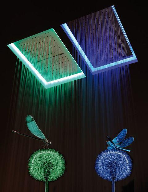 <p>No es el paraíso, pero se le parece mucho: agua, luz y color a raudales reconfortan el cuerpo y renuevan el ánimo. <strong>Meteo:</strong> la ducha empotrada en el techo,<strong> de Nevio Tellatin para Antoniolupi</strong> ofrece aopción cromoterapia con luz LED. Aquí la tenemos en versión rectangular, de 35x52,5 cm. Su precio, desde 598 €. ¡De capricho!</p>