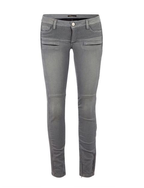 <p>Pantalón en tono gris ajustado de <strong>Maje</strong> (antes: 185 €; ahora: 92,50 €).</p>