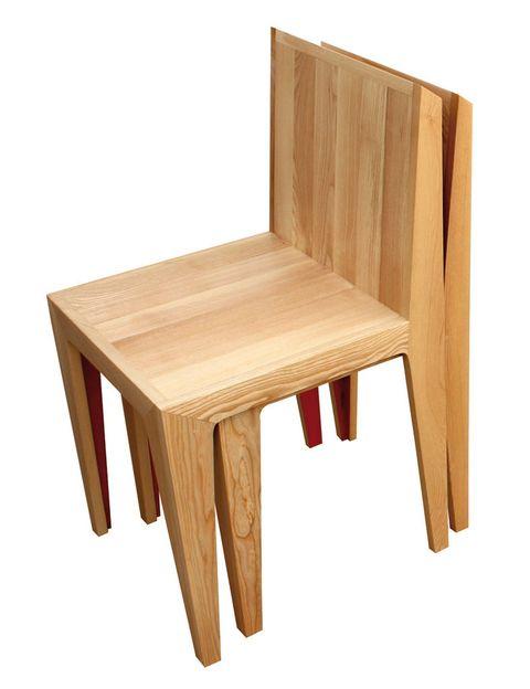 <p>La silla modelo Folda, que contiene otra dentro. </p>
