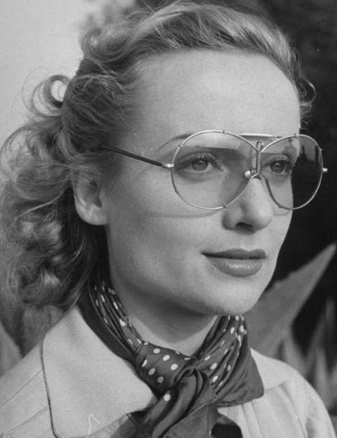 <p>Protagonista de<i><strong> Matrimonio original</strong></i> (1941), una atípica película del maestro del suspense, ya que el argumento era una comedia matrimonial.</p>
