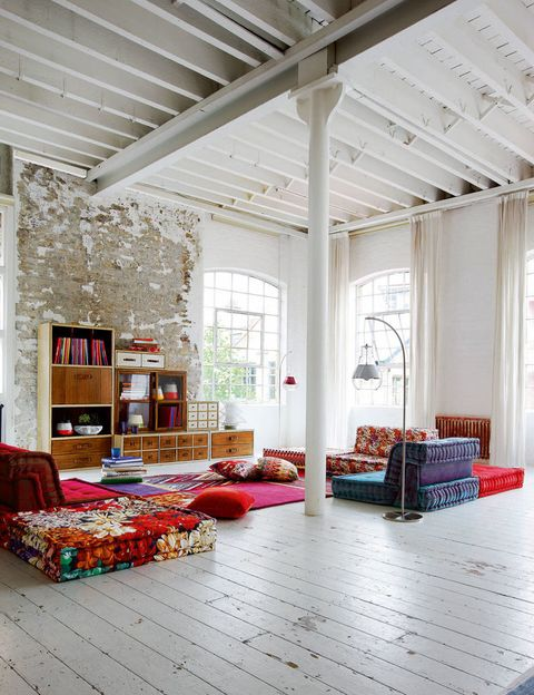 Es lo que destila este espacio de Roche Bobois, con el mueble modular Escalier y el sofá componible Mah-Jong. C.p.v.