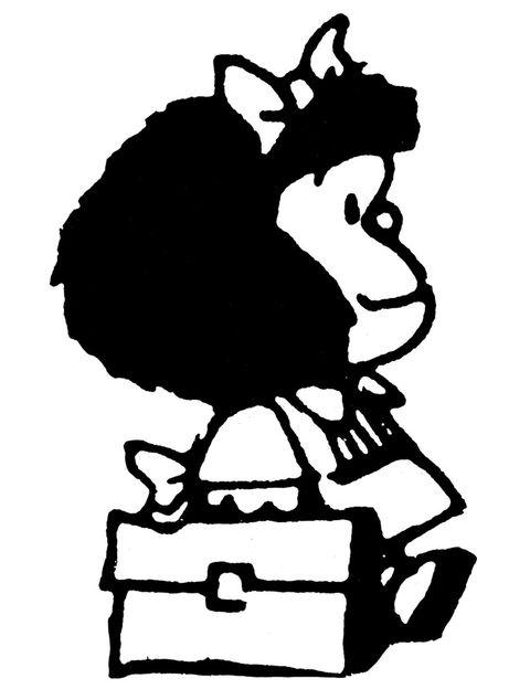 """<p>Ingeniosa hasta decir basta, irónica sin herir a nadie, enemiga acérrima de la sopa, crítica con el mundo y la política que le rodea y con una capacidad única de luchar por mejorar el planeta, Mafalda ofrece en cada viñeta la inspiración suficiente para identificarnos con ella y dejarnos llevar por su manera de pensar desde su extrema ternura. Fruto del lápiz brillante de Joaquín Lavado, esta niña de unos 7 años tiene unos ideales fuera de lo común, pero es capaz de asombrarse con cada cosa que descubre y de disfrutar a tope de la compañía de su familia y amigos. Seguro que has sonreído más de una vez con sus pensamientos y seguro que te has identificado con ella cuando decía aquello de: """"Paren al mundo, que me quiero bajar"""".</p>"""