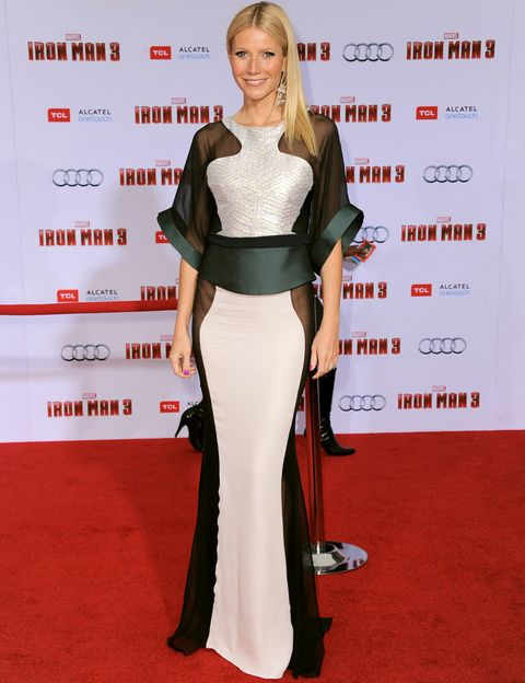 <p>Para la premiere en Los Angeles de<i> 'Iron Man 3'</i> Gwyneth arriesgó y gano con este vestido tricolor con mangas campana y transparencias de&nbsp;<strong>Antonio Berardi</strong>. Su habitual melena lisa pero esta vez peinada a un lado puso el toque beauty.</p>