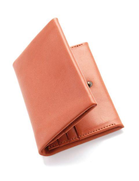 <p>Tarjetero de piel (195 €), de <strong>Do Design</strong>.</p>