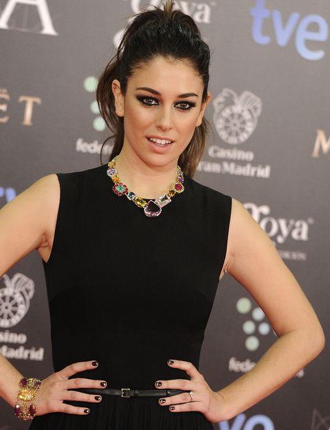 <p>Muy coloridas y perfectas para su vestido negro negro la gargantilla y el brazalete de <strong>Tous</strong> que llevaba <strong>Blanca Suárez</strong>.</p>