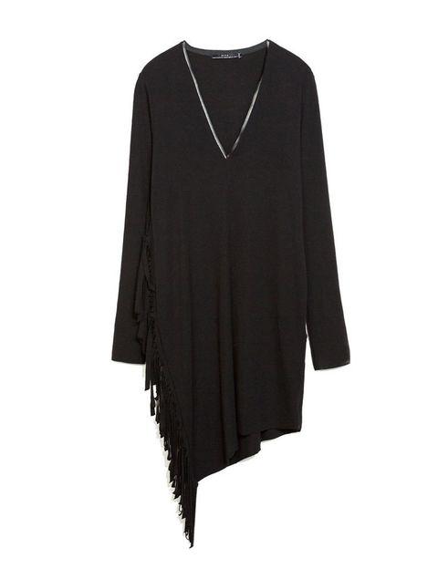 <p>Vestido asimétrico con flecos de Zara, 29,95 €.</p>