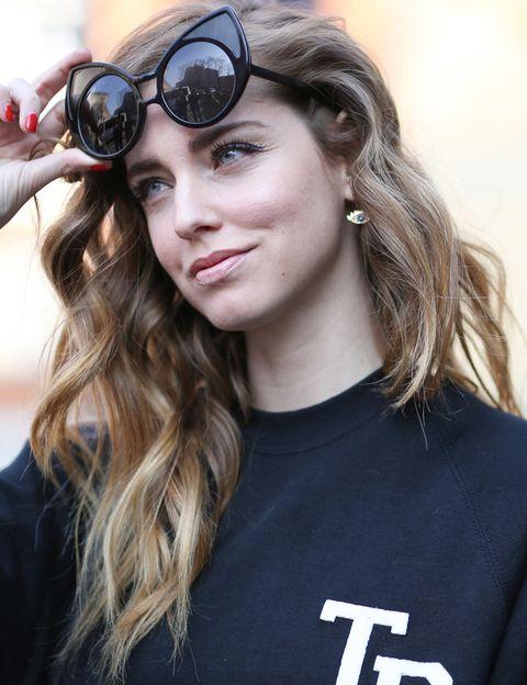 <p>Chiara Ferragni, que con los años ha mejorado su maquillaje, ha paseado por París con looks muy sencillos, con un efecto cara lavada y apostando por tonos 'nude' y un suave marrón como sombra de ojos.</p>