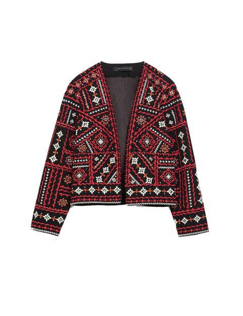 <p>Chaqueta de estilo étnico de <strong>Zara,</strong> 69,95 €.</p>