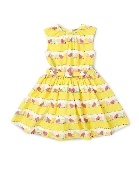 <p>Vestido tipo retro con print tutti frutti de&nbsp;<strong>Marks&amp;Spencer.</strong></p>