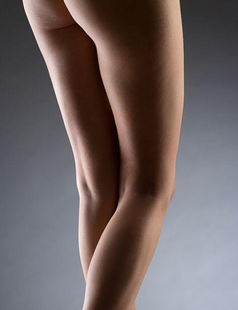 <p><strong>¿Qué es? </strong>Un proceso que consiste en <strong>introducir el cuerpo en una máquina de nitrógeno hiperbárico de 1 a 3 minutos</strong> a baja temperatura para acelerar la <strong>quema de calorías</strong> y por consiguiente la eliminación de grasas. Se consumen unas <strong>1.000 calorías por sesión</strong>. Además de bajar el peso corporal, incide sobre la <strong>celulitis y la flacidez</strong>.</p><p><strong>¿Duele? </strong>No.</p><p><strong>¿Efectos secundarios? </strong>No se han descrito.</p><p><strong>¿Sesiones? </strong>Cuantas se deseen y necesiten. En 90 minutos (en sesiones de 3) pueden llegar a perderse hasta 10 kilos.</p><p><strong>¿Precio? </strong>Desde 300/€ por sesión.</p>