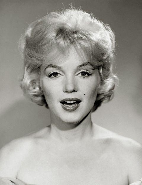 """<p>¿No haces más que cambiar de perfume? ¿Te gustaría encontrar un aroma que encaje contigo perfectamente? Es el momento de dar con esa fragancia que te defina, del mismo modo que Marilyn Monroe hizo suyo el clásico 'Nº 5' de Chanel. ¿Cómo? El servicio de diagnóstico olfativo de <a href=""""http://www.lesecretdumarais.com"""" target=""""_blank"""">Le Secret du Marais</a> utiliza un programa informático en el que se introducen tus gustos y preferencias para hallar una selección de perfumes que encajan con ellos. ¿Quieres algo aún más exclusivo? En <a href=""""http://www.pressentia.com/"""" target=""""_blank"""">Pressentia</a> te diseñan un perfume a medida a través de un cuestionario personal.</p>"""