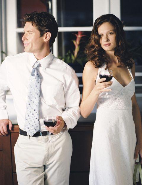 <p>Sabías que tenía pareja pero para ti <strong>sólo es sexo, o un entretenimiento, o tienes clarísimo que no vas a enamorarte de él</strong> o tú misma tienes pareja y sólo es un desliz. Es más, incluso has buscado esa aventura en una web de infidelidades para gente casada… Cuando para ti no hay una implicación emocional, puedes controlar la situación. Lo que sí te aconsejamos es <strong>mantener las distancias, no querer saber nada de 'la otra' ni revelarle tu vida privada</strong>. Sois dos adultos que habéis decidido libremente mantener una aventura y solamente sois vosotros quienes debéis o no juzgaros. Como dicen desde Victoriamilan.es, una aventura a veces puede salvar una relación de pareja que ha caído en la rutina.</p>