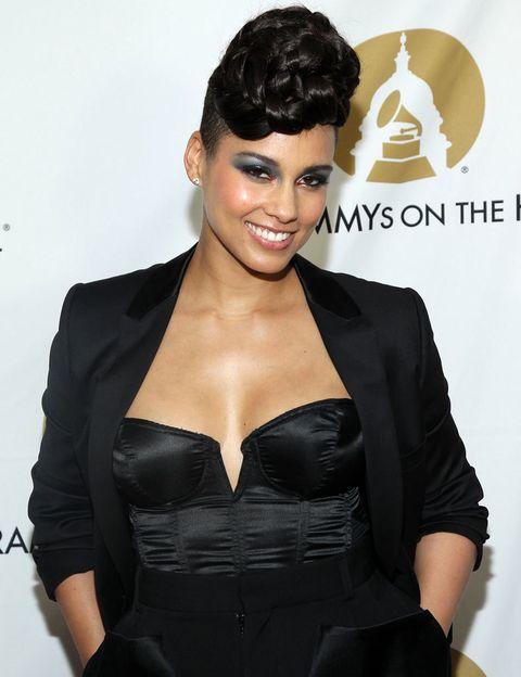 <p> Ao escolher seu nome artístico, <strong> Alicia Keys </strong>, ela optou por 'Alicia Wilde', mas seu empresário tirou a ideia da cabeça dela porque ela tinha um sonho em que seu sobrenome era Keys e teve sucesso. & nbsp; </p>